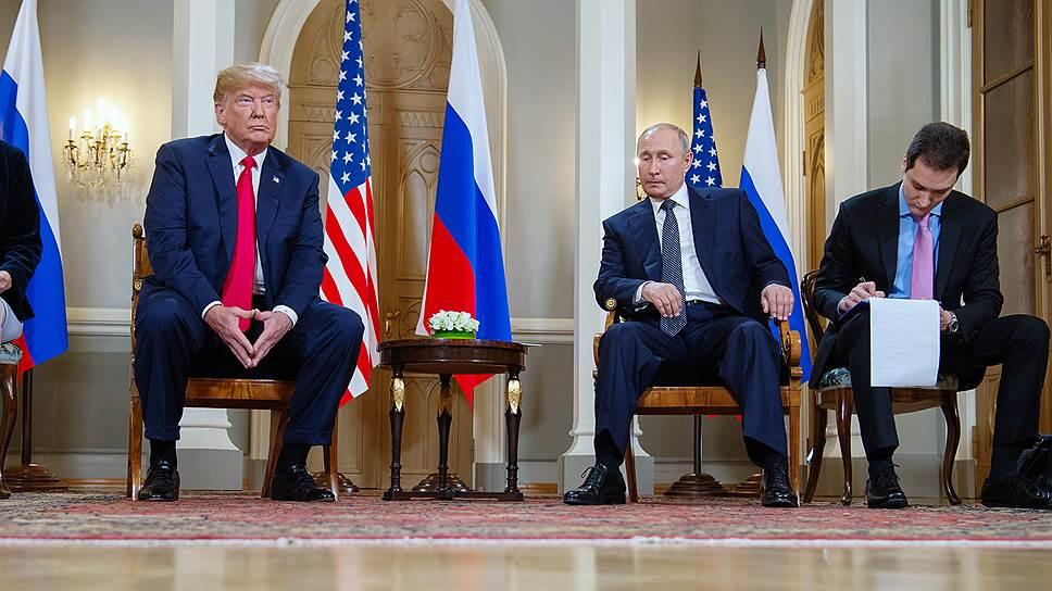 Президент России Владимир Путин (справа) и президент США Дональд Трамп