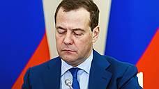 Медведев считает, что максимально высокие цены на нефть невыгодны России