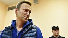 Навального не выпустили из России из-за долга «Кировлесу»