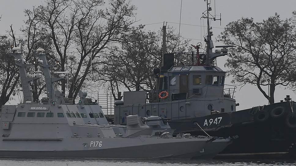 Арестованные украинские корабли в порту Керчи