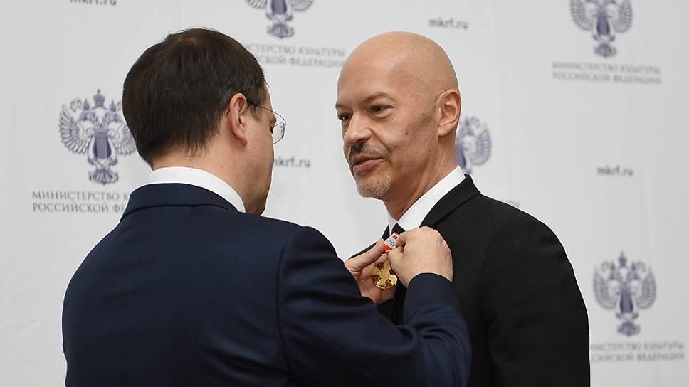 Министр культуры России Владимир Мединский (слева) и кинорежиссер Федор Бондарчук