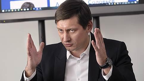 Дмитрий Гудков оспаривает закон об оскорблении власти в суде