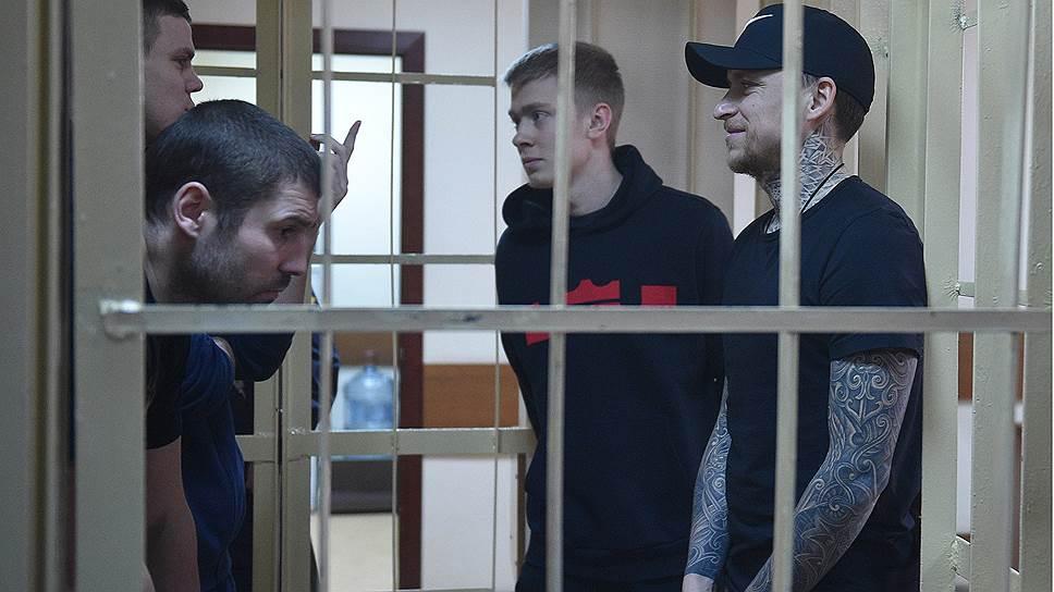 Александр Кокорин (слева на втором плане) и Павел Мамаев (справа на первом плане)