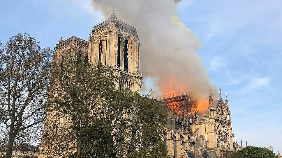 Сообщение о возгорании поступило примерно в 18:50 по местному времени (19:50 мск)