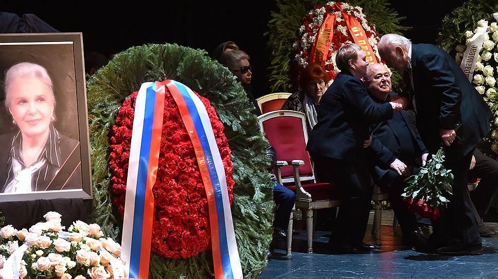 Церемония прощания с народной артисткой СССР Элиной Быстрицкой прошла на основной сцене Государственного академического Малого театра в Москве