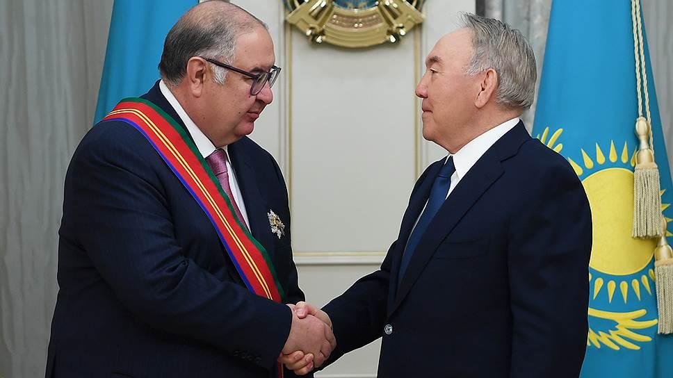 Предприниматель Алишер Усманов (слева) и первый президент Казахстана Нурсултан Назарбаев