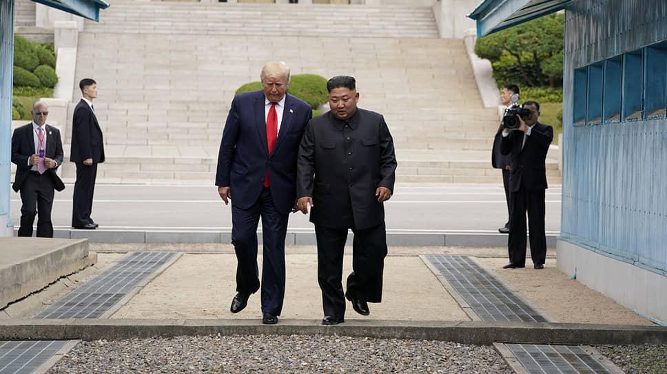 Президент США Дональд Трамп (слева) и лидер КНДР Ким Чен Ын
