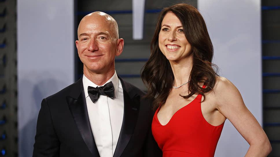 Американский бизнесмен Джефф Безос с бывшей женой Маккензи
