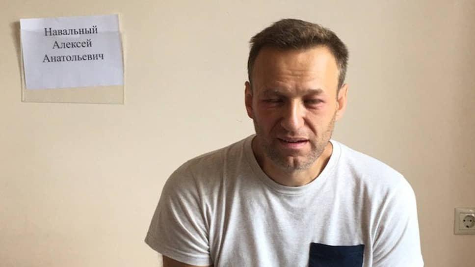 Навальный пожаловался в СКР на отравление в спецприемнике - Новости – Общество – Коммерсантъ