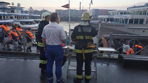 В Санкт-Петербурге при пожаре на теплоходе «Петр Чайковский» погиб человек