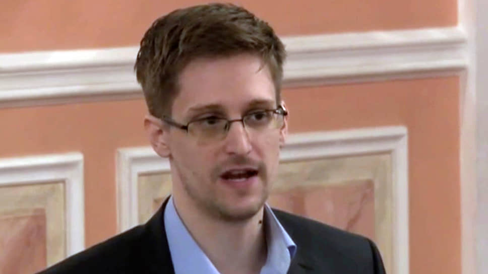 Бывший аналитик АНБ и ЦРУ Эдвард Сноуден