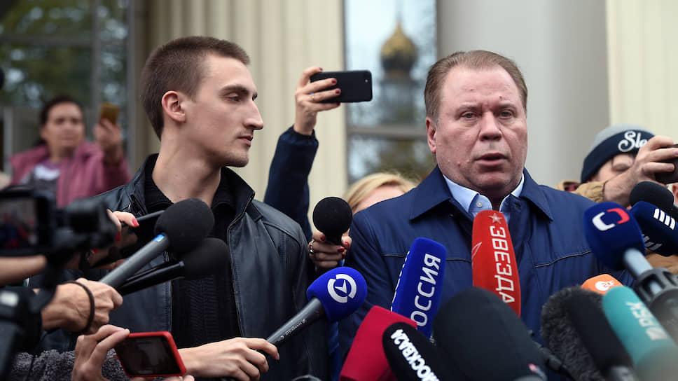 Актер Павел Устинов (слева) и адвокат Анатолий Кучерена