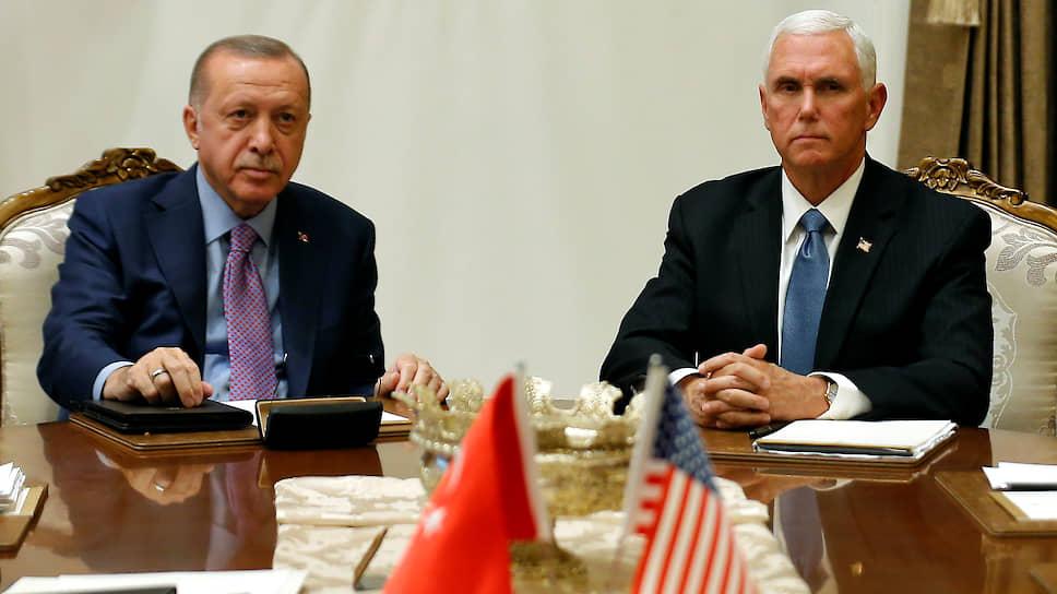Президент Турции Реджеп Тайип Эрдоган (слева) и вице-президент США Майк Пенс