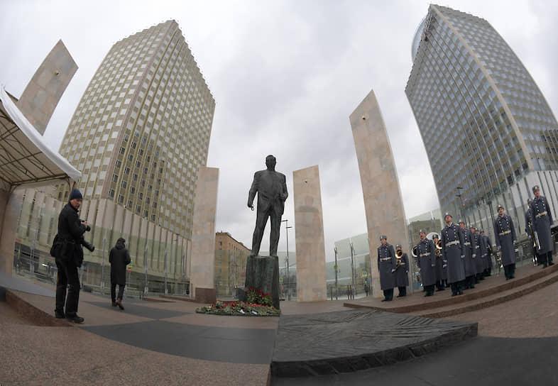 Памятник Евгению Примакову в Москве