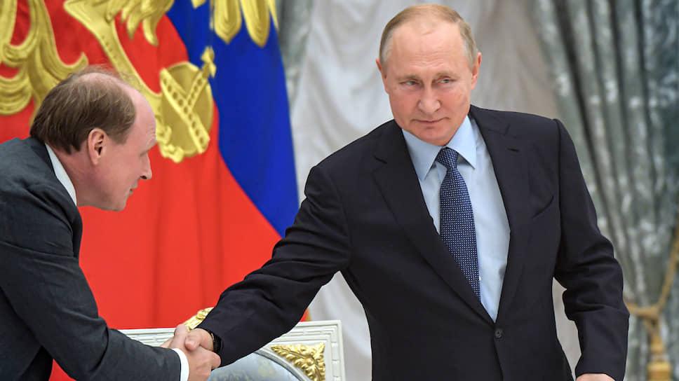 Советник президента России Владимир Толстой и президент России Владимир Путин