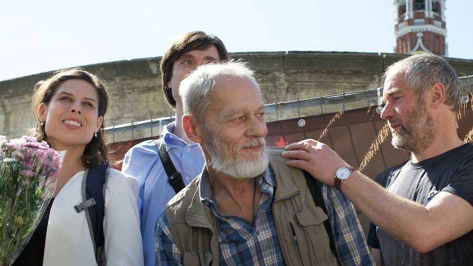 Сергей Шаров-Делоне (в центре)
