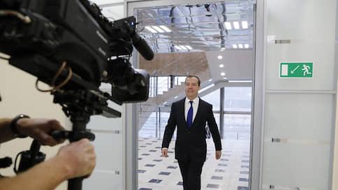 Медведев спрогнозировал рост располагаемых доходов россиян к концу года на 0,2–0,3%