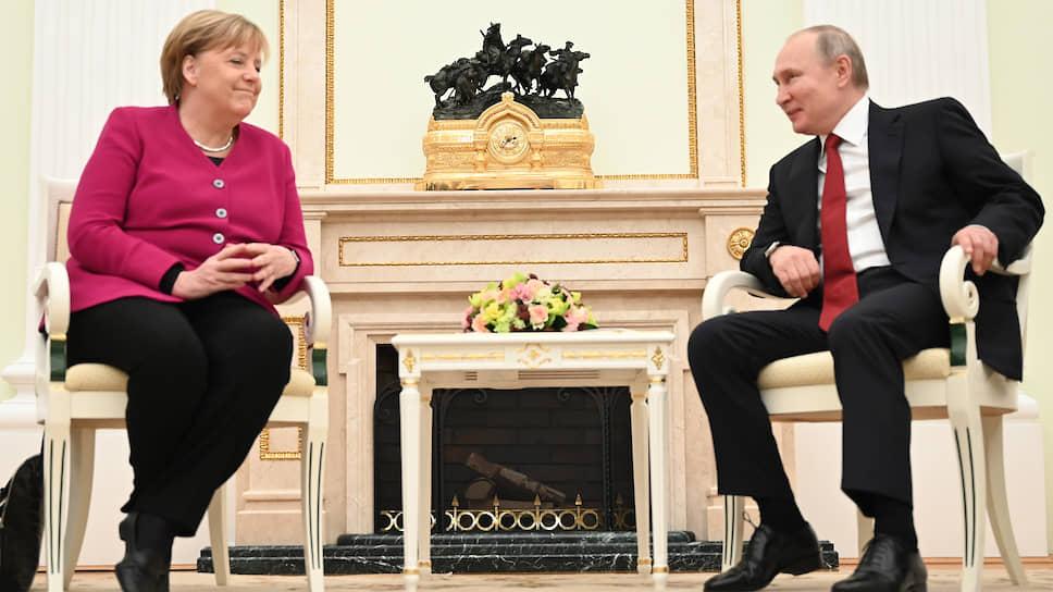 Президент РФ Владимир Путин и федеральный канцлер Германии Ангела Меркель во время встречи в Кремле
