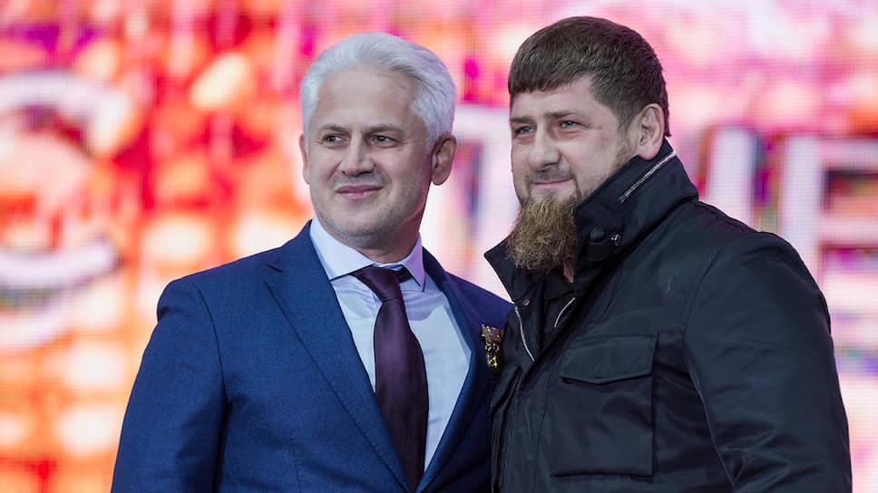 Премьер-министр Чечни Муслим Хучиев (слева) и глава республики Рамзан Кадыров