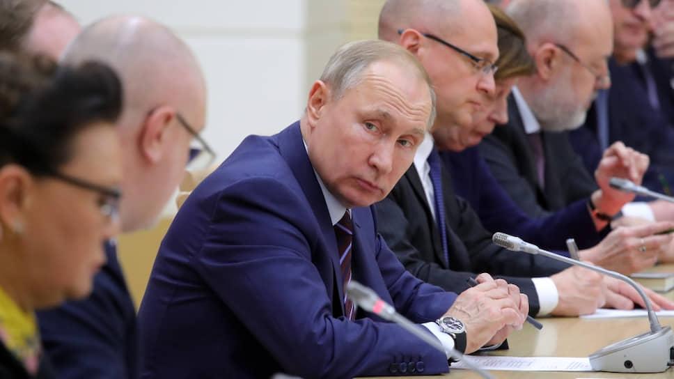 Президент России Владимир Путин на встрече с рабочей группой по подготовке предложений о внесении поправок в Конституцию