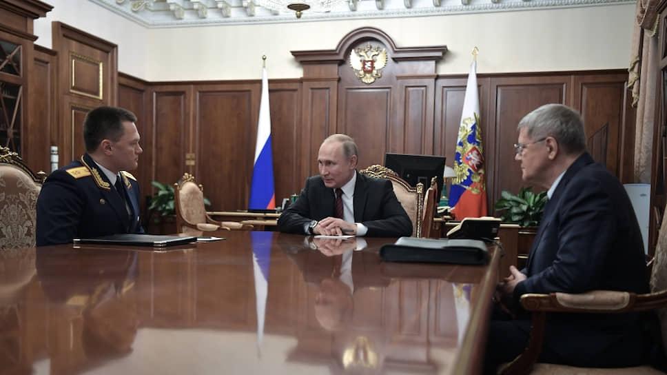 Слева направо: зампредседателя СКР Игорь Краснов, президент России Владимир Путин и экс-генпрокурор Юрий Чайка