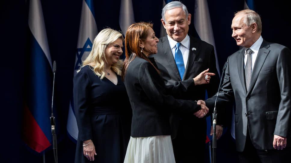 Жена премьер-министра Израиля Сара Нетаньяху, мать осужденной в РФ израильтянки Яффа Иссасхар, премьер-министр Израиля Биньямин Нетаньяху и президент России Владимир Путин
