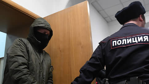Суд арестовал двоих бывших полицейских по делу Голунова