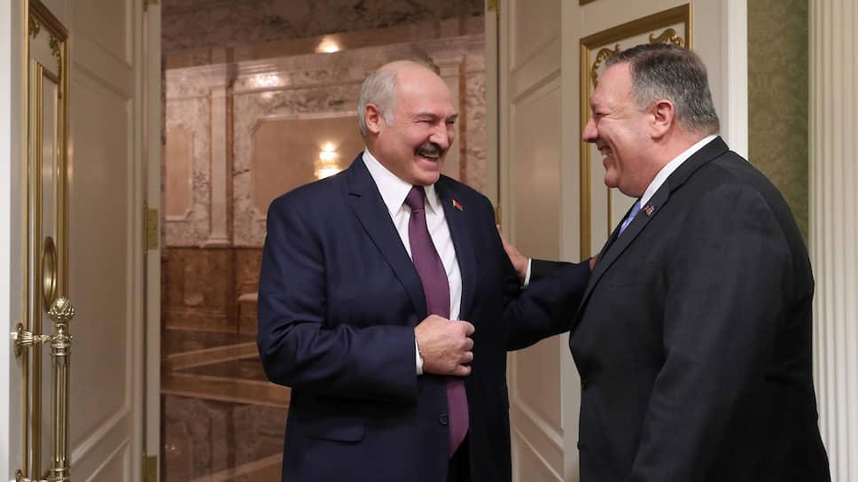Президент Белоруссии Александр Лукашенко (слева) и госсекретарь США Майк Помпео