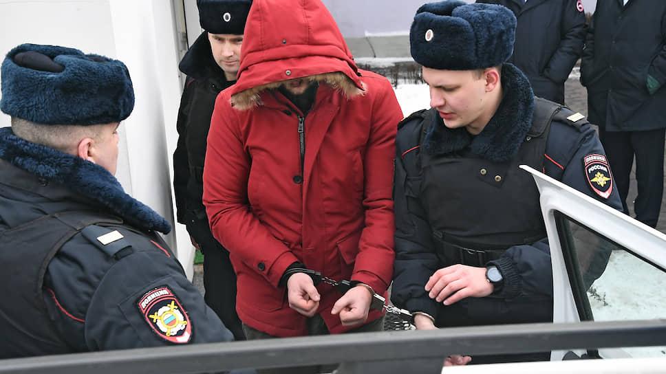 Ефим Ефимов, подозреваемый в нападении на храм, во время задержания сотрудниками полиции