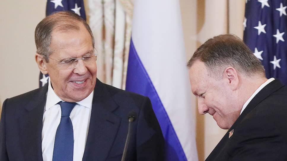 Глава МИД России Сергей Лавров (слева) и госсекретарь США Майк Помпео