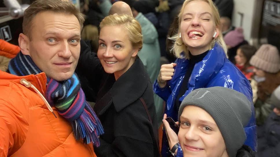 Навальный пожаловался на блокировку счетов его семьи - Новости – Политика –  Коммерсантъ