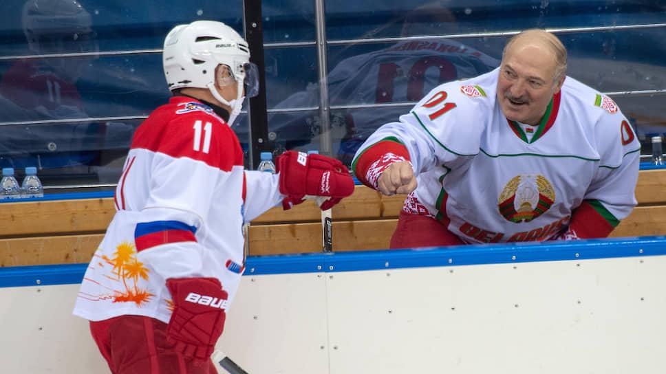 Президенты России и Белоруссии Владимир Путин (слева) и Александр Лукашенко