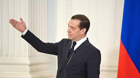 Медведев призвал единороссов отдать месячную зарплату на адресную помощь