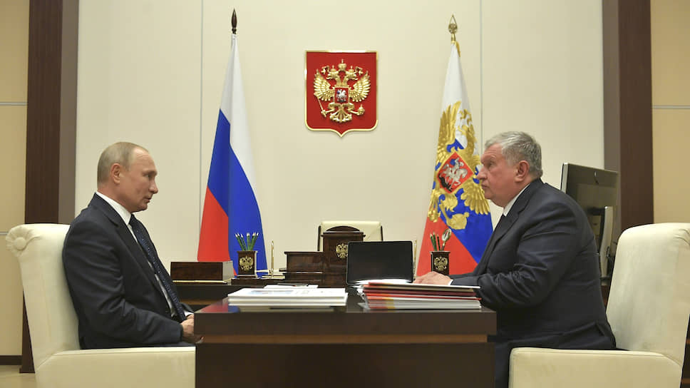 Президент России Владимир Путин (слева) и глава «Роснефти» Игорь Сечин