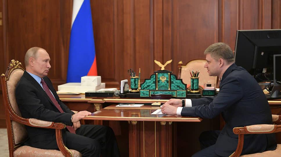 Президент России Владимир Путин и гендиректор – председатель правления РЖД Олег Белозеров