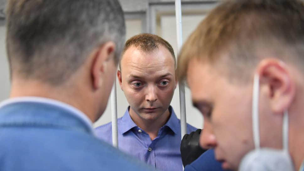Советник главы «Роскосмоса» Иван Сафронов (в центре)