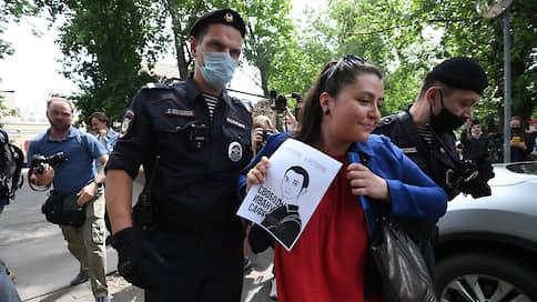 У «Лефортово» задерживают журналистов, пришедших поддержать Ивана Сафронова