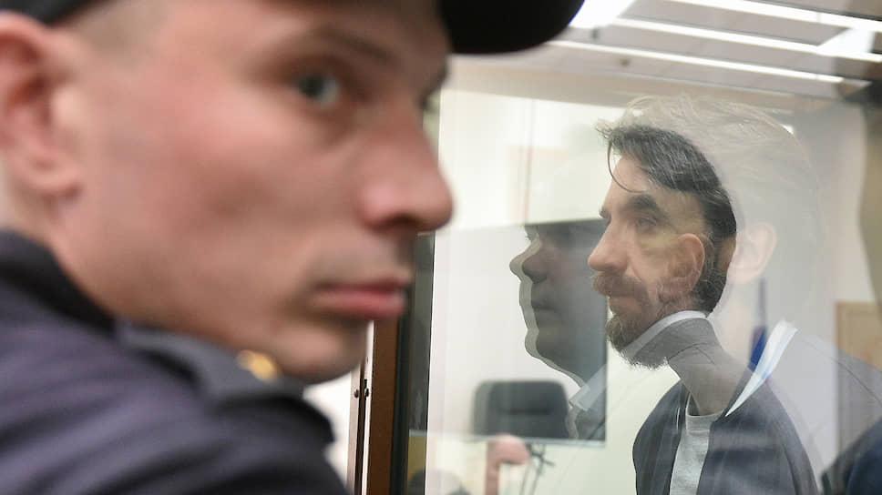Обвиняемый Михаил Абызов (справа)