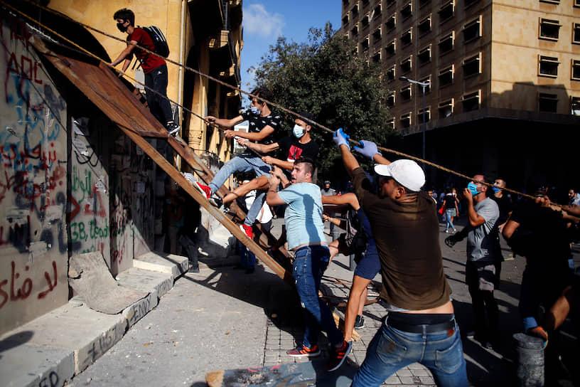 Участники беспорядков в Бейруте 8 августа