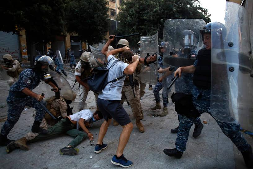 Участники беспорядков в Бейруте