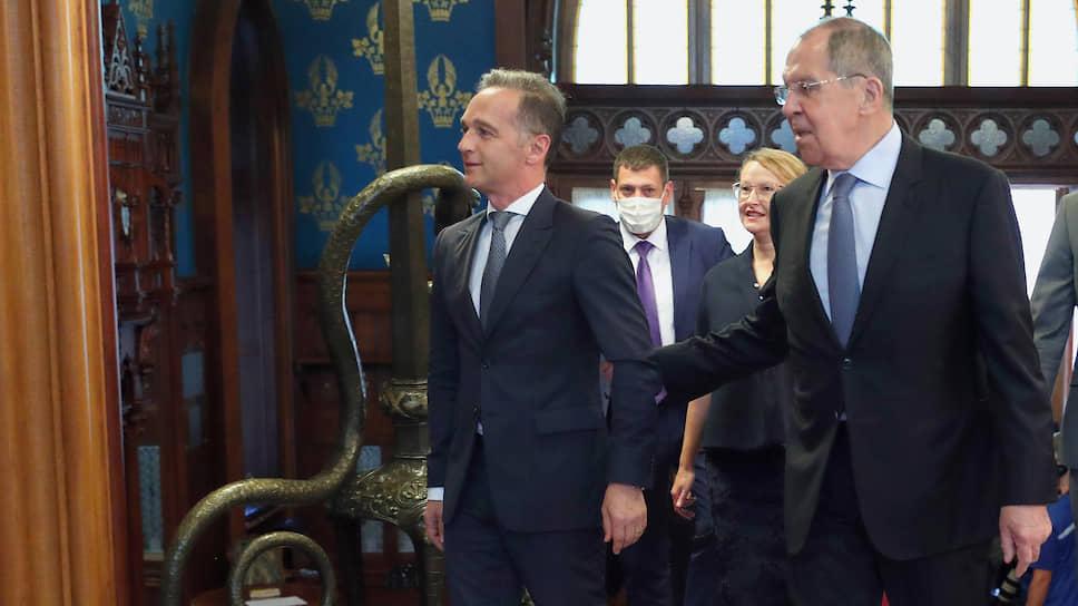Главы МИД Германии и РФ Хайко Маас (слева) и Сергей Лавров