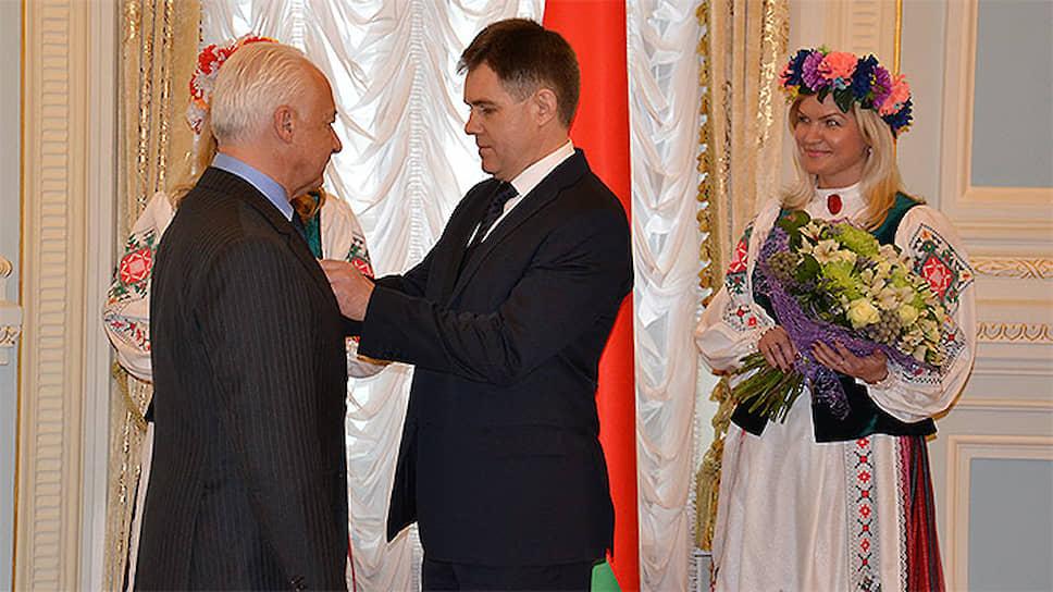 Дирижер Владимир Спиваков (слева) и посол Белоруссии в России Игорь Петришенко
