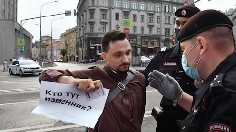 """Редактора """"Ъ"""" оштрафовали за пикет в поддержку Сафронова"""