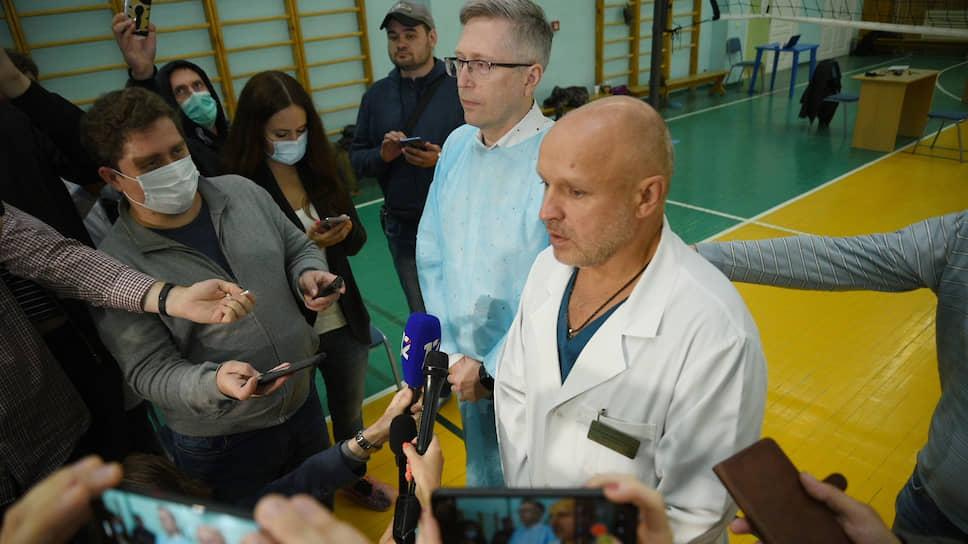 Заместитель главного врача омской больницы скорой медицинской помощи №1 Анатолий Калиниченко (справа)