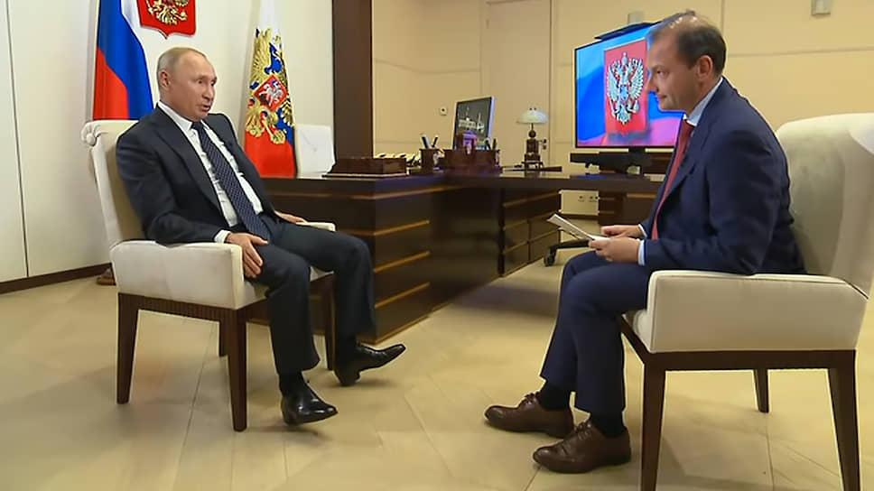 Президент России Владимир Путин и телеведущий ВГТРК Сергей Брилев