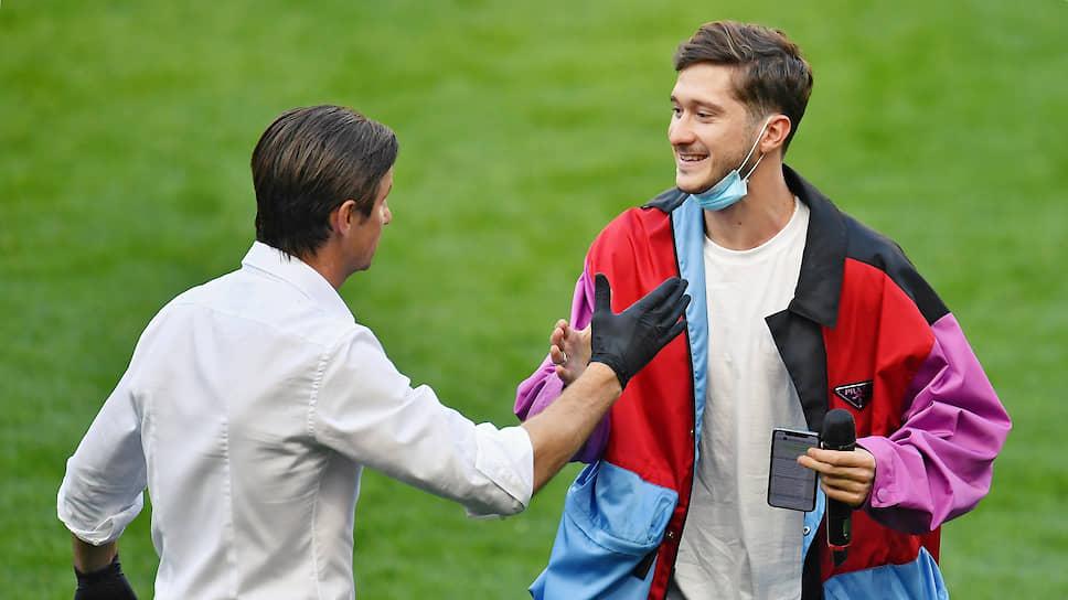 Футболист Алексей Миранчук (справа)