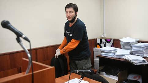"""Корреспондента """"Ъ FM"""" оштрафовали на 10 тыс. рублей за футболку в поддержку Сафронова"""