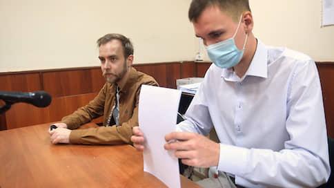 """Редактора """"Ъ FM"""" оштрафовали на 10 тыс. рублей за футболку в поддержку Ивана Сафронова"""
