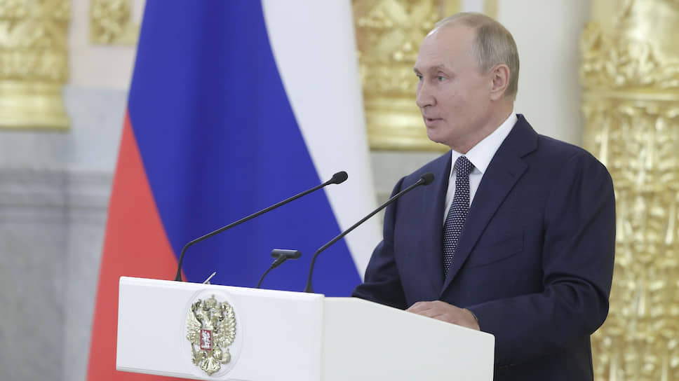 Владимир Путин на встрече с сенаторами