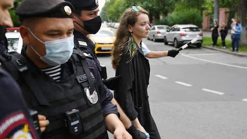 """Редактора """"Ъ FM"""" оштрафовали на 10 тысяч рублей за футболку в поддержку Сафронова"""